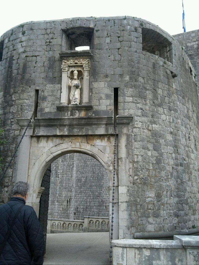 ドブロブニク旧市街の入り口、ピレ門