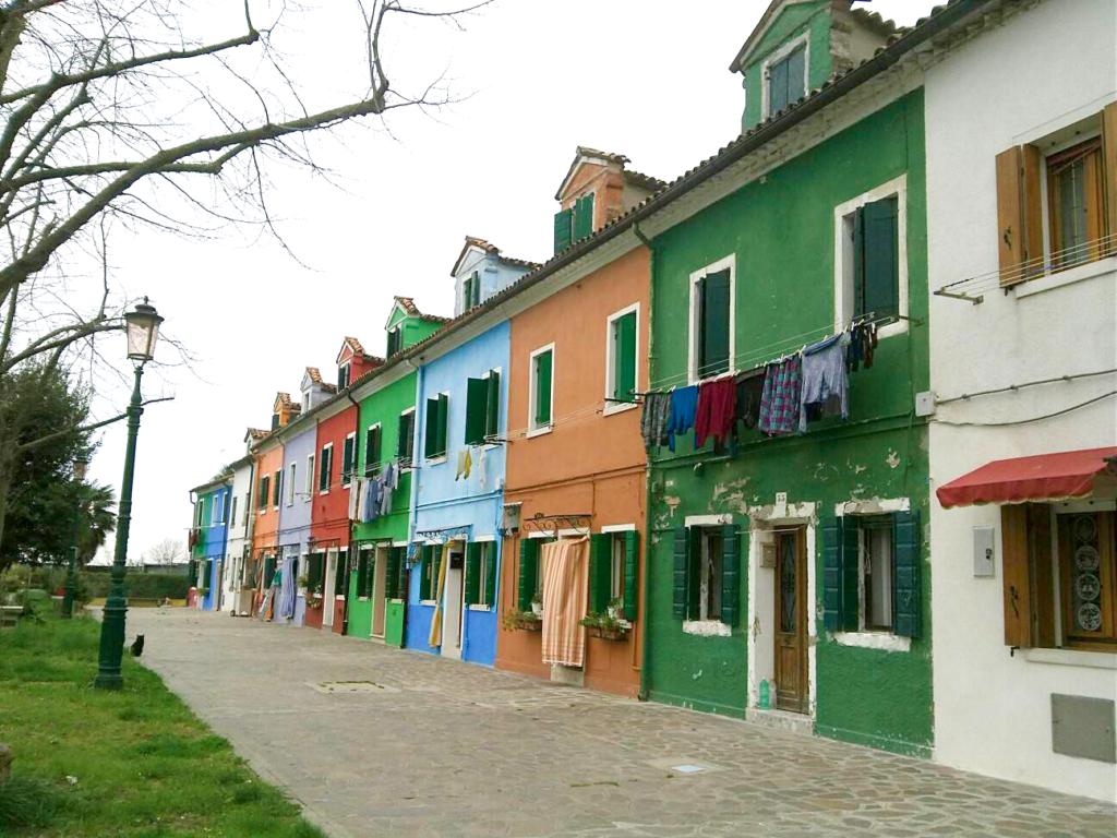 ブラーノ島のカラフルな家