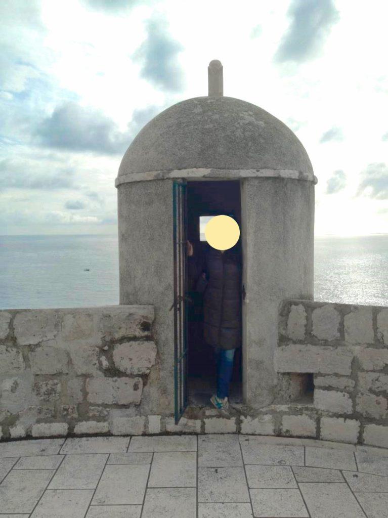ドブロブニクの城壁の監視小屋