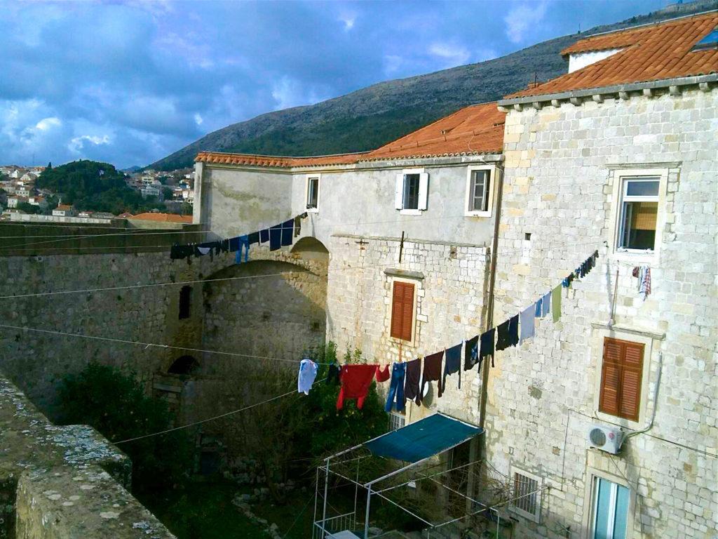 ドブロブニクの城壁の洗濯物