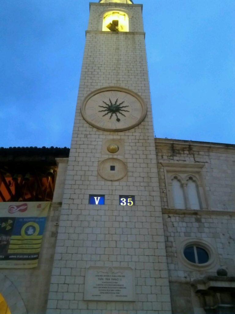 ドブロブニクのスポンザ宮殿の時計塔