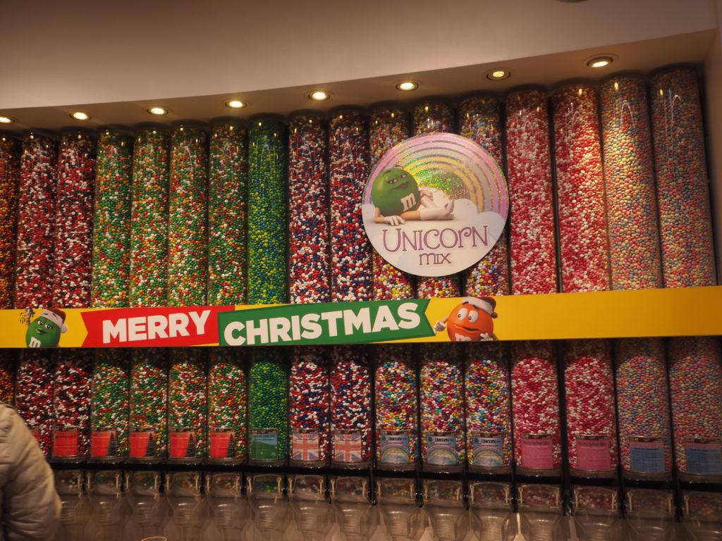 ロンドンM&M's World店内のチョコ