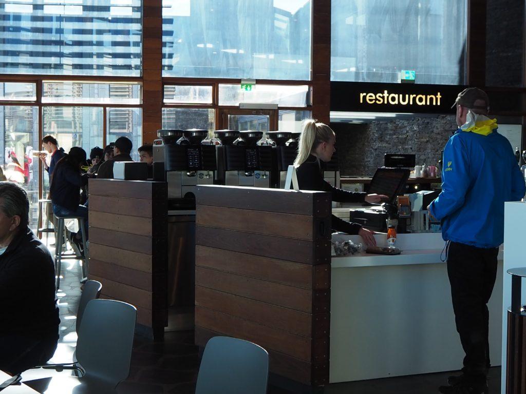 ブルーラグーンのカフェ