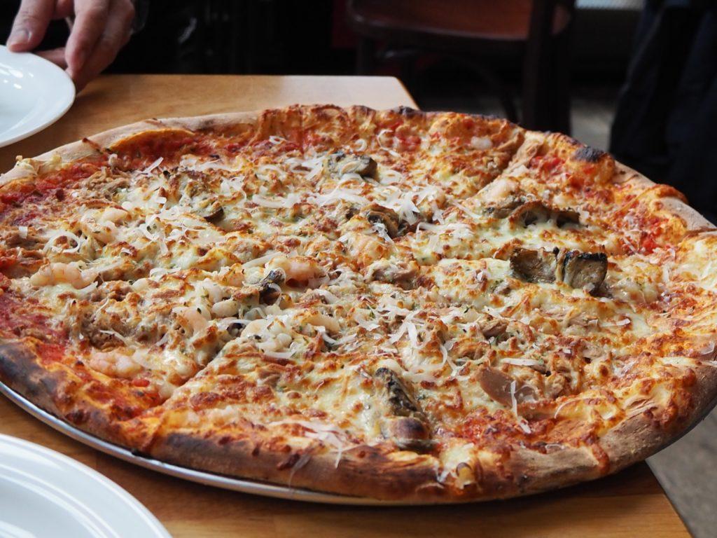 レイキャヴィークのレストラン、エルド ELDのピザ