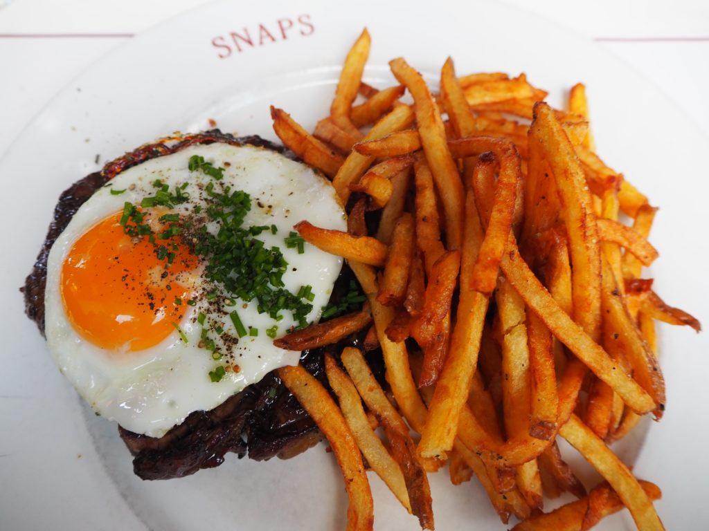レイキャヴィークのレストラン、スナプス SNAPSのステーキとポテト