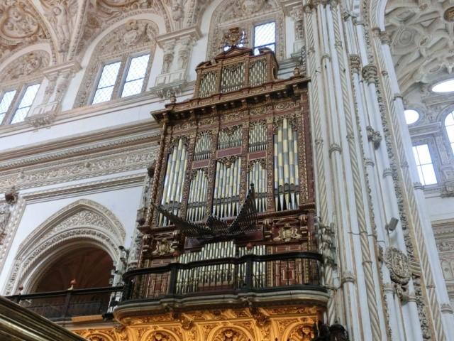 コルドバのメスキータの中央礼拝堂のパイプオルガン