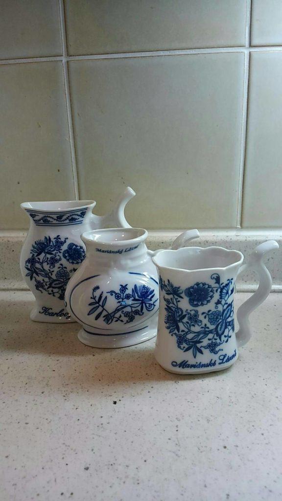カルロヴィ・ヴァリの陶器、コップ