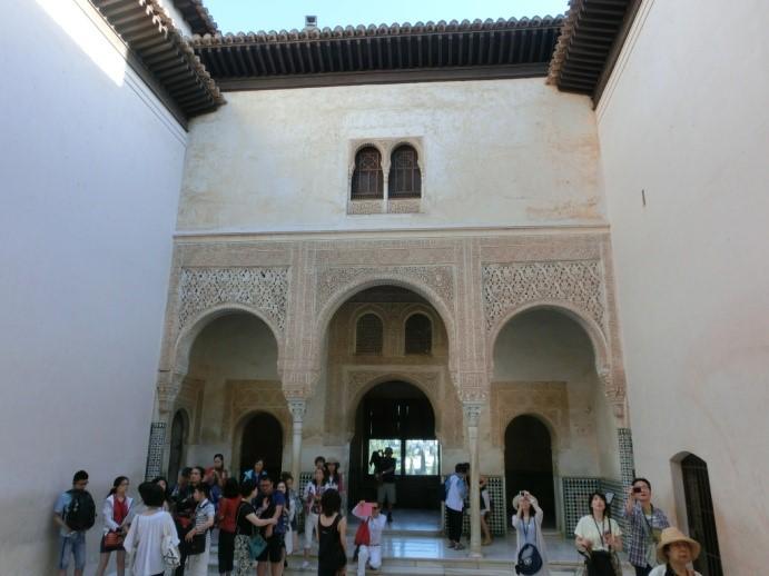 アルハンブラ宮殿のメスアールの中庭