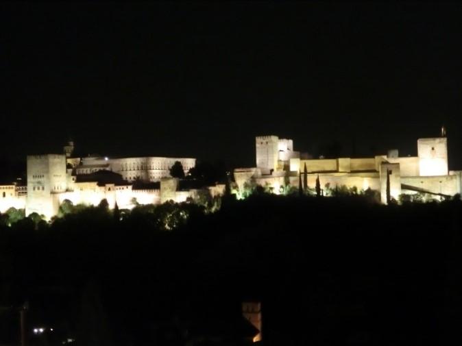 ライトアップされたアルハンブラ宮殿