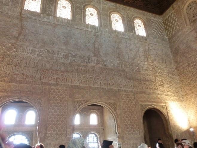アルハンブラ宮殿の大使の間のアラベスク模様の壁