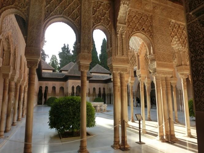 アルハンブラ宮殿のライオンの中庭