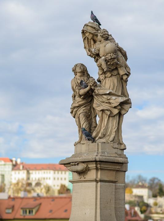 プラハのカレル橋の聖アンナと聖母子