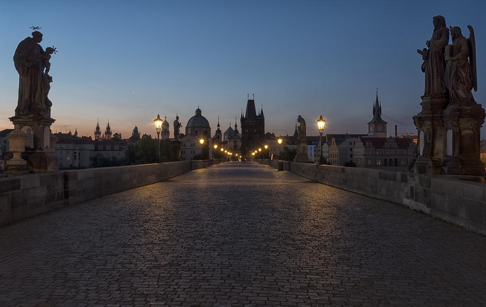 プラハのカレル橋の彫像