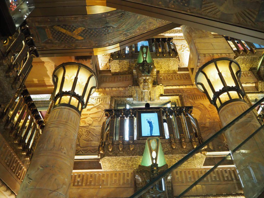 ロンドンのハロッズ(Harrods)のエジプシャン・エスカレーター