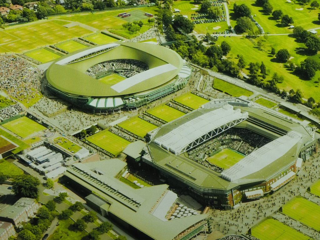 ウィンブルドン(Wimbledon)の第1コートとセンターコート