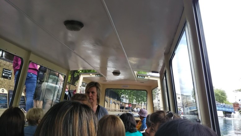 リトル・ベニスからカムデン・ロックへの水上バスの中