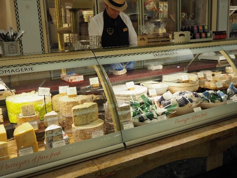 ロンドンのハロッズ(Harrods)の食料品・お惣菜コーナー