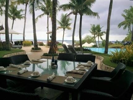 セブ島シャングリラホテル内のイタリアンレストラン、アクア(ACQUA)のテラス席