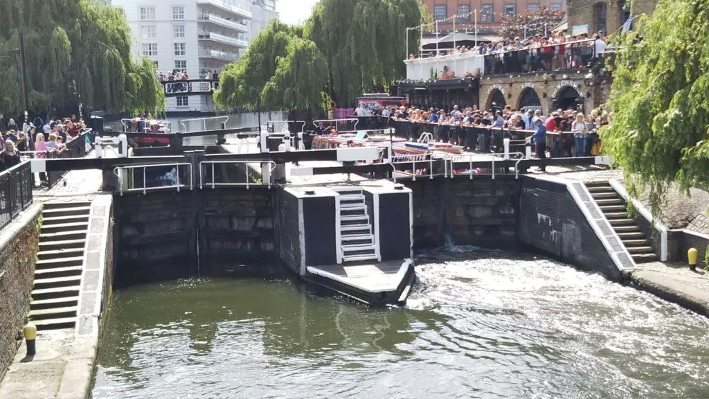 ロンドンのカムデン・ロックの水門
