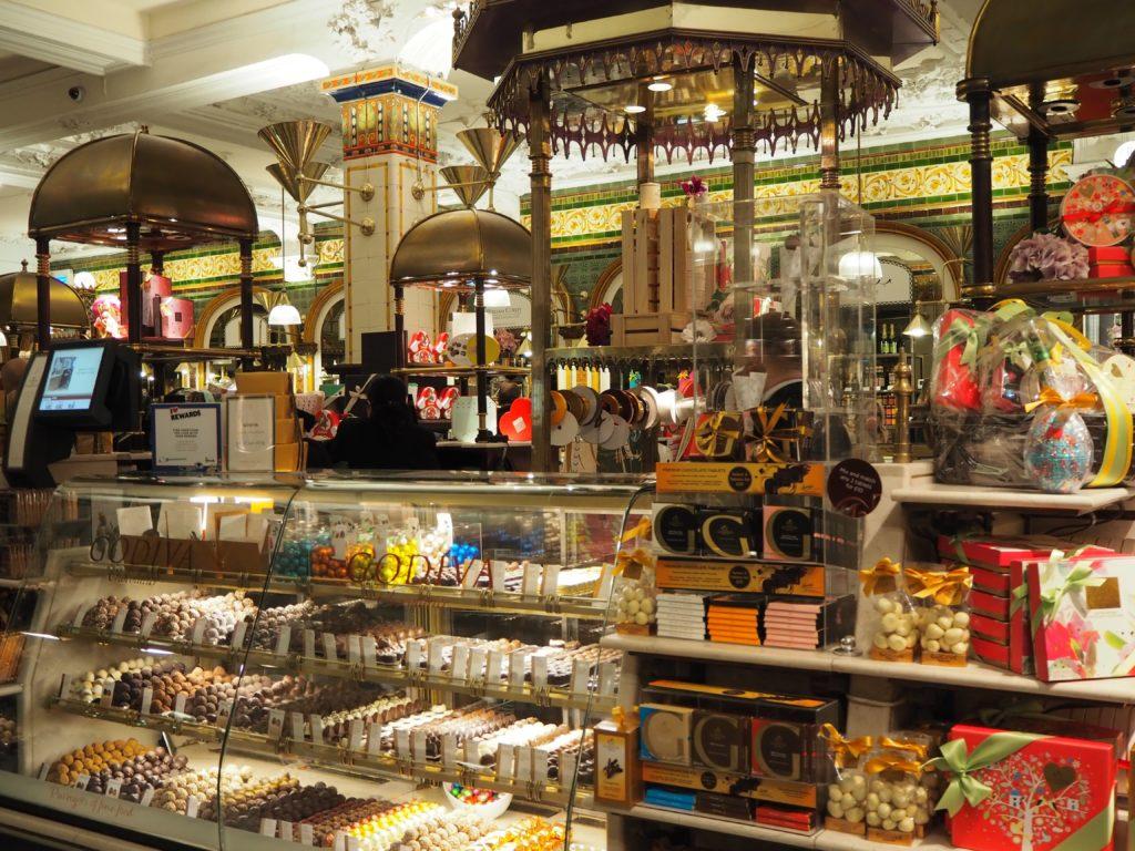 ロンドンのハロッズ(Harrods)のチョコレートコーナー