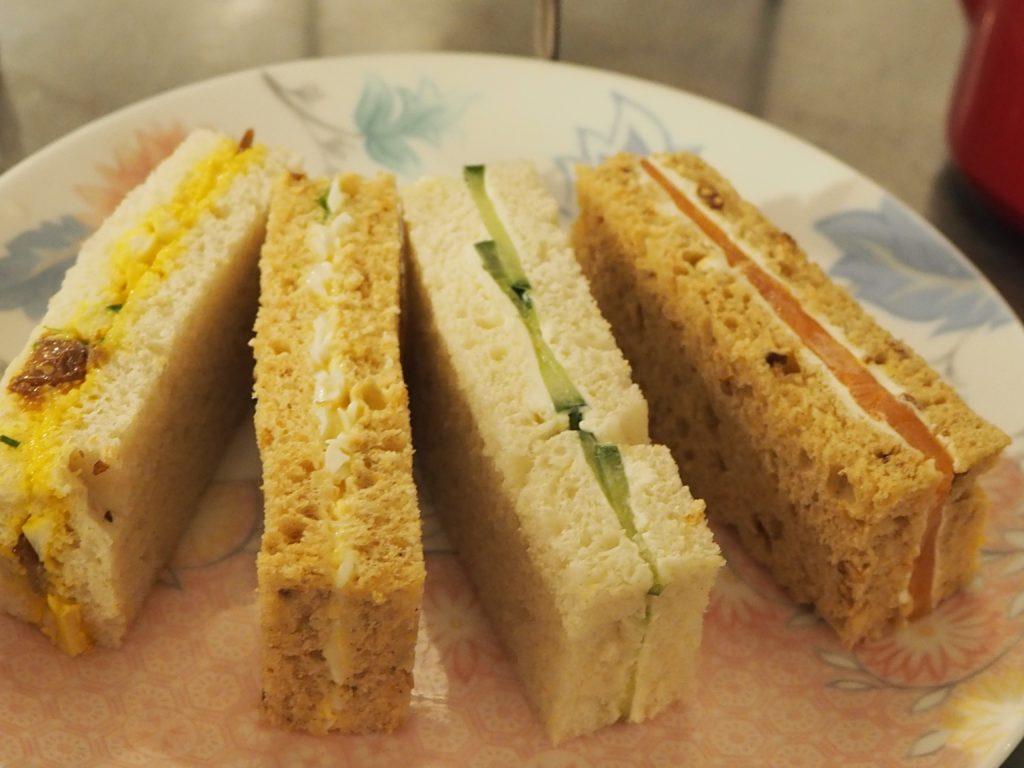 ロンドンのコヴェント・ガーデンのウィッタード(whittard)のカフェ、TEA BARのアフタヌーンティーのサンドウィッチ