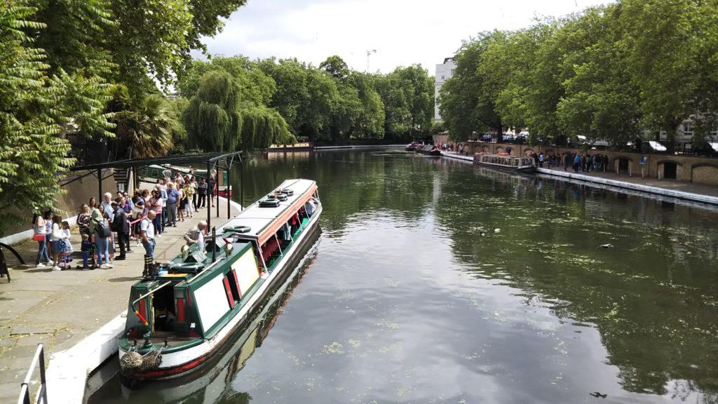 ロンドンのリトル・ベニスのナロウ・ボート