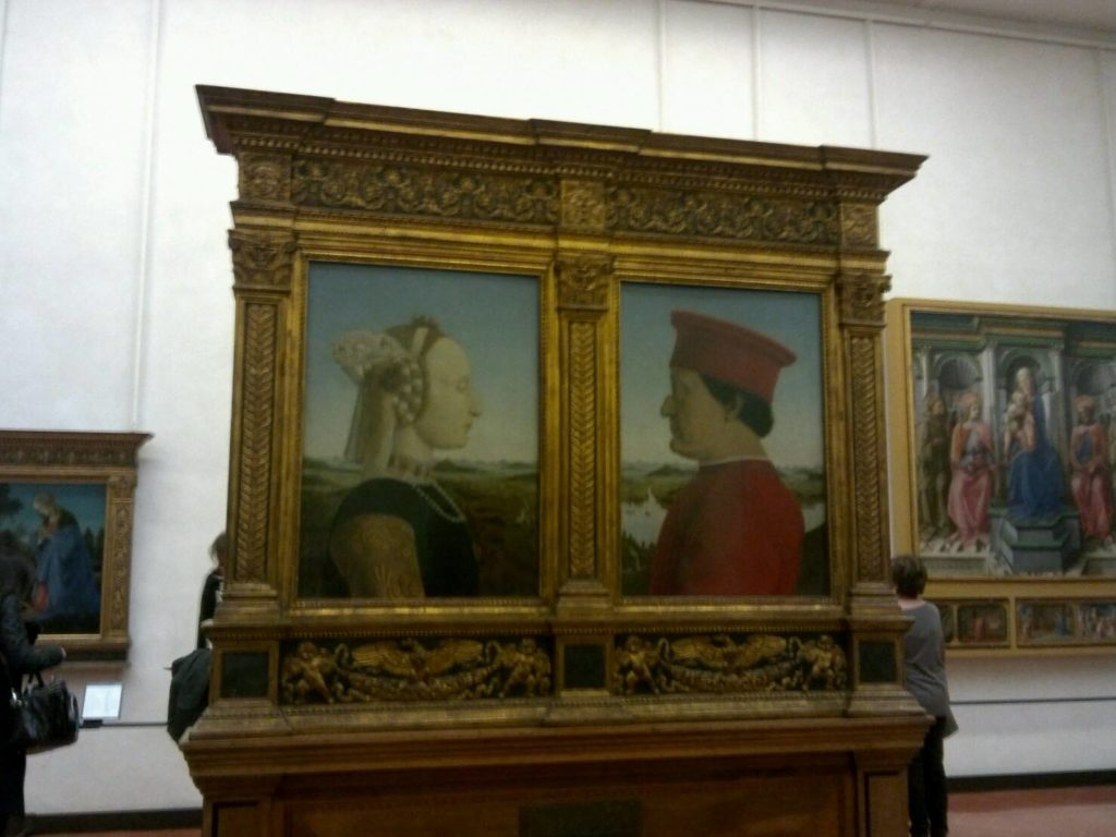 ウフィツィ美術館の「ウルビーノ公夫妻の肖像」