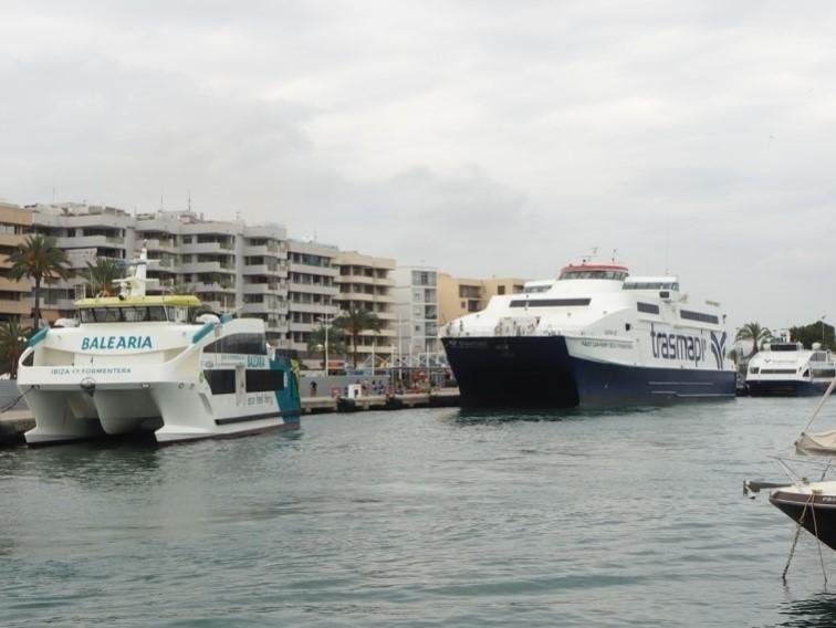 イビサ港からフォルメンテーラ島へのフェリー乗り場