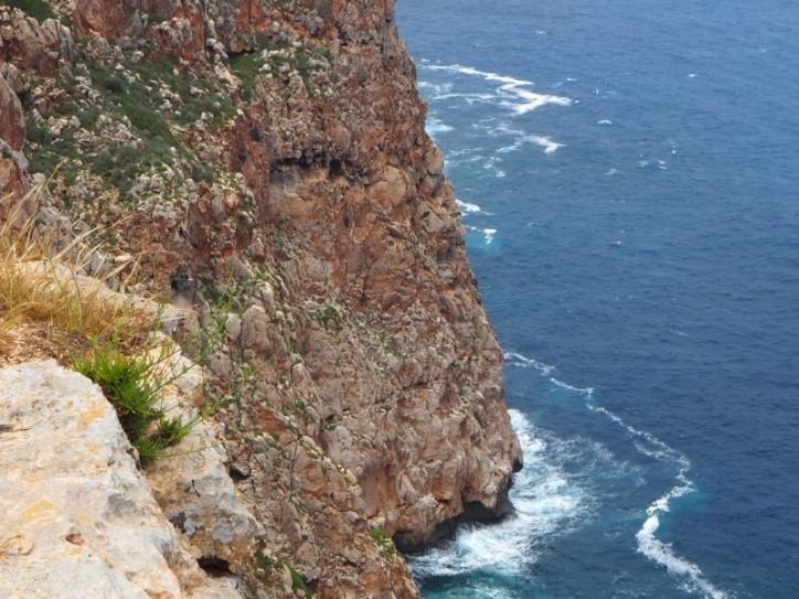フォルメンテーラのモラ灯台(Far de la Mora)の絶壁