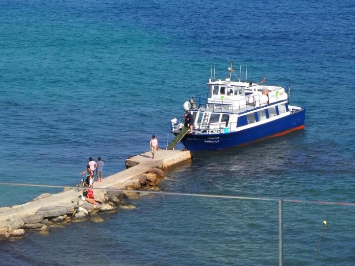 イビサ島のフィゲレータ海岸の桟橋