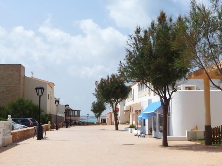 フォルメンテーラ島のエス・カロ(Es Calo)の街