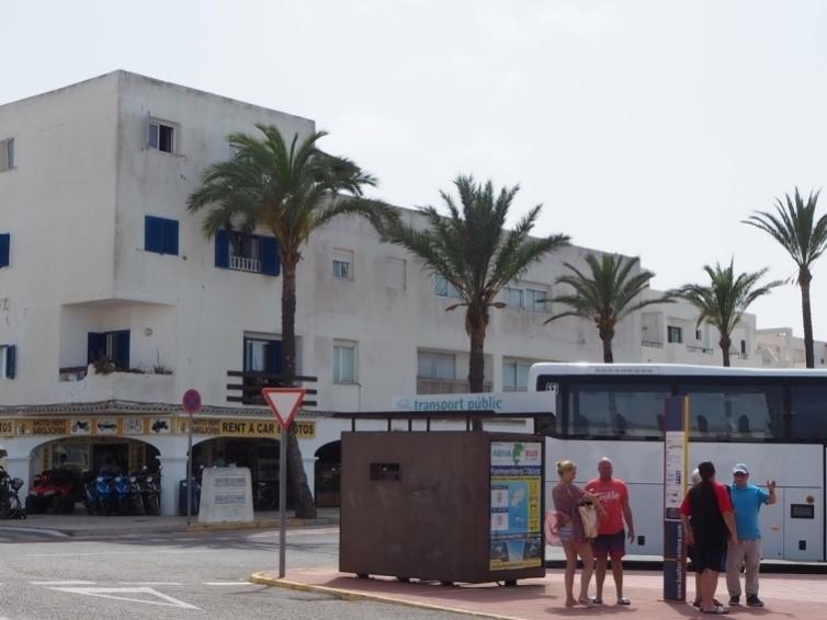 フォルメンテーラ・サビナ港のサビナ・バス乗り場。