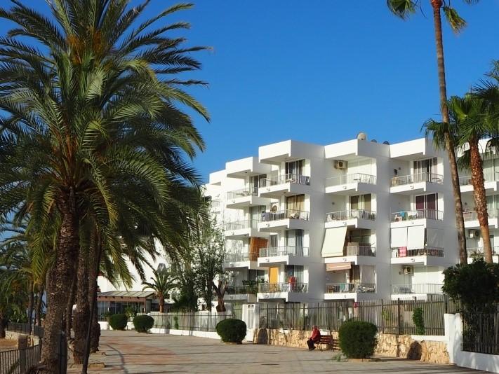 イビサタウンから一番近いビーチ、フィゲレータ海岸(Platja de Figueretes)