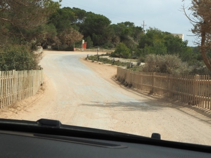 プラヤ・デ・イリェタス(Playa de Ses Illetes)ビーチの駐車場