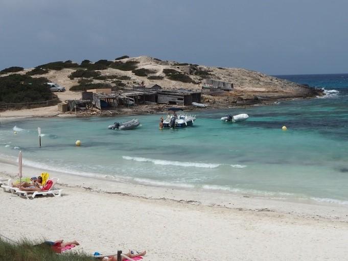 フォルメンテーラ島のプラヤ・デ・イリェタス(Playa de Ses Illetes)ビーチ