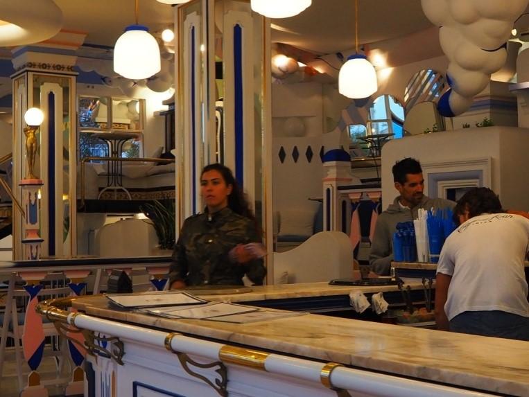サン・アントニのカフェ・デル・マール(Café Del Mar)のバー席