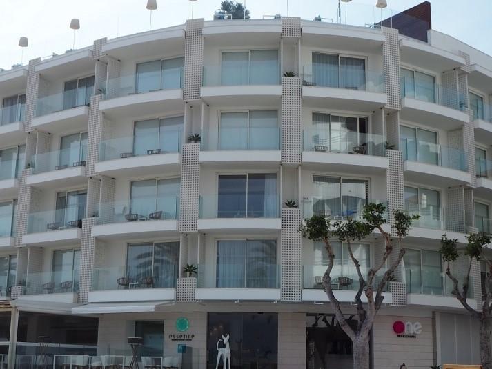イビサ島の五つ星ホテル、ワン・イビサ・ビーチ・スイート(One Ibiza Beach Suites)の外観