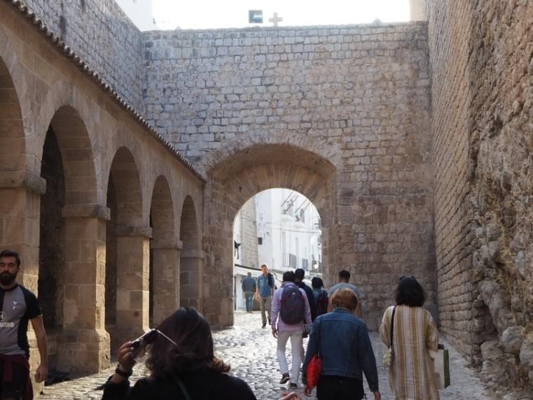 イビサタウンのダルト・ヴィラの正面入り口、タウレス門