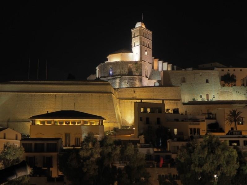 イビサタウンのダルト・ヴィラ地区のカテドラル(イビサ大聖堂)