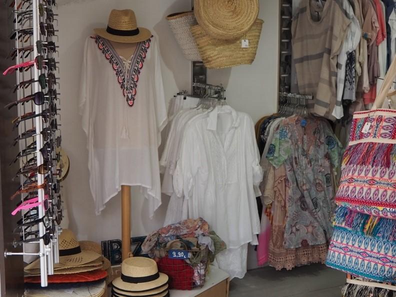 イビサのファッション、真っ白な服