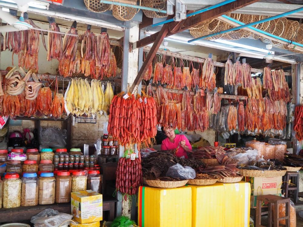 シェムリアップのプサーチャー (オールド マーケット)の肉魚のお店