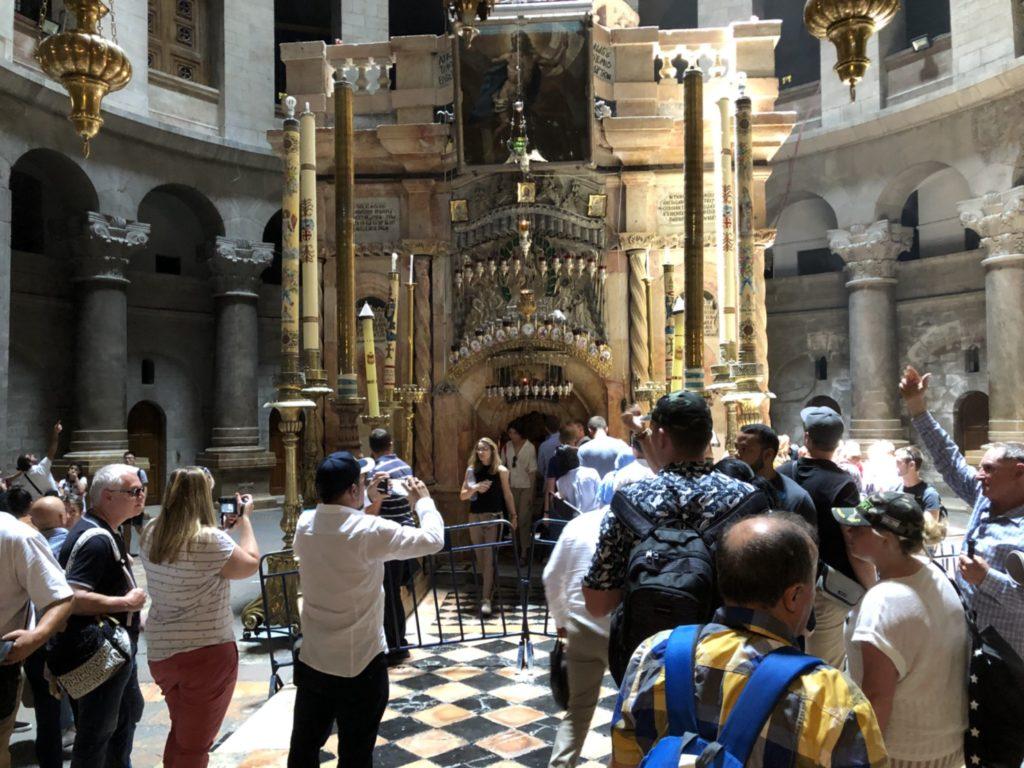 聖地エルサレムの聖墳墓教会内のエディクラにあるイエスの墓