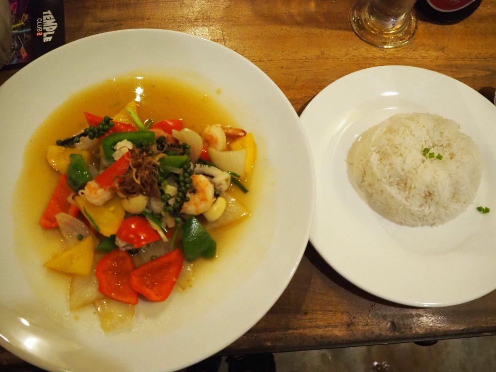 シェムリアップのレストラン、クメール・ファミリー(Khmer Family)の生胡椒の炒め物