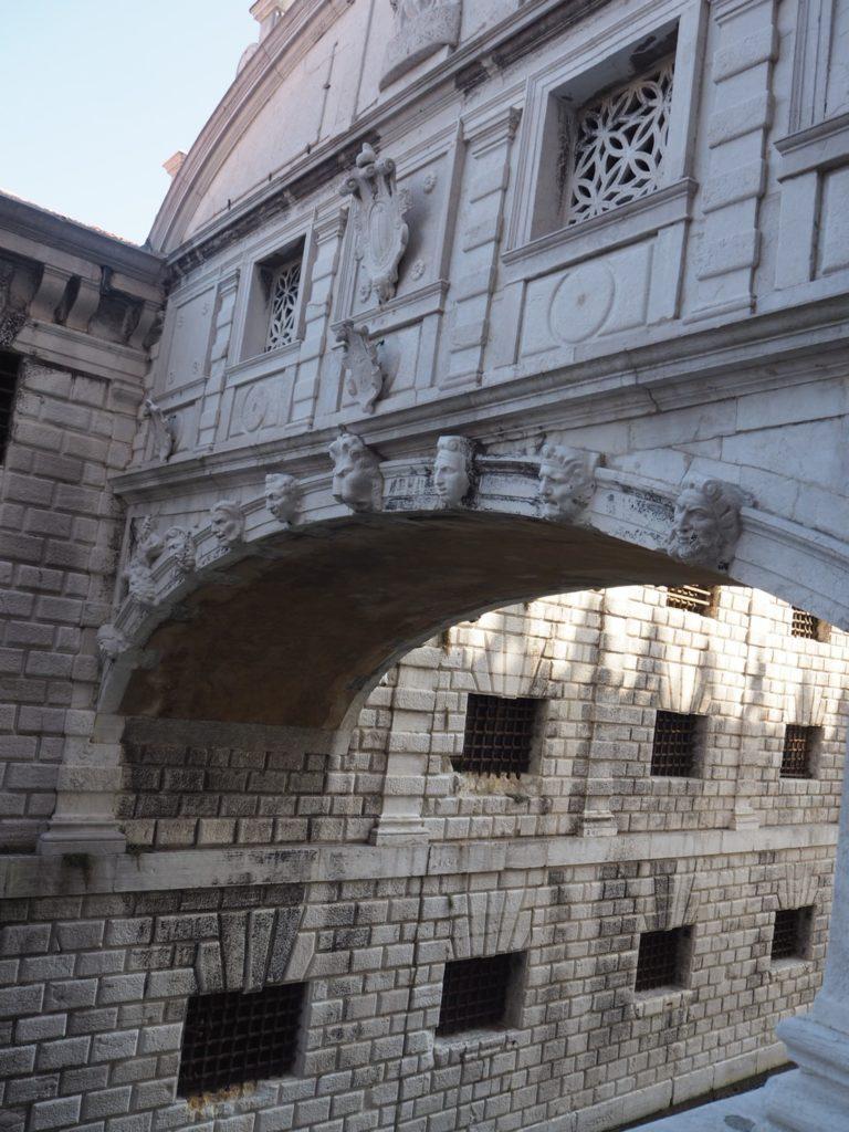 ドゥカーレ宮殿から見た「溜息の橋」