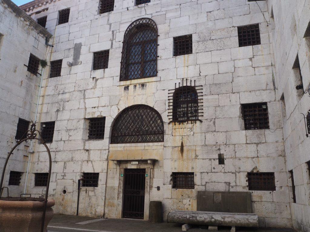 ドゥカーレ宮殿(Palazzo Ducale, Doge's Palace)の新牢獄(Prigioni)の中庭