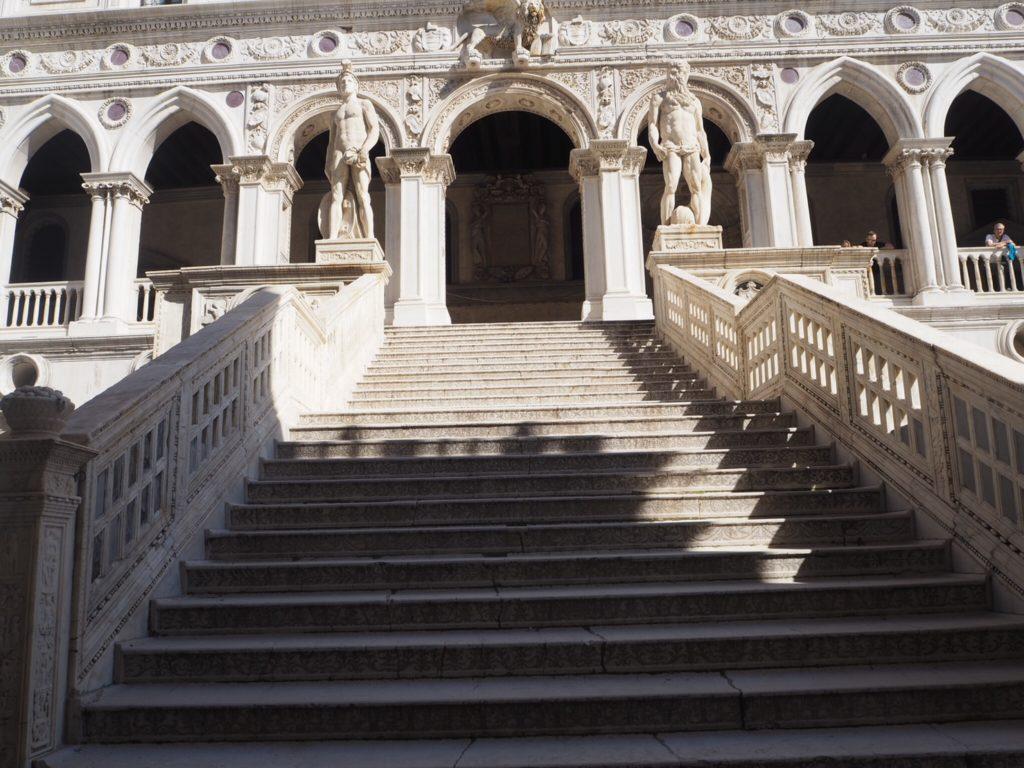 ドゥカーレ宮殿(Palazzo Ducale, Doge's Palace)の巨人の階段