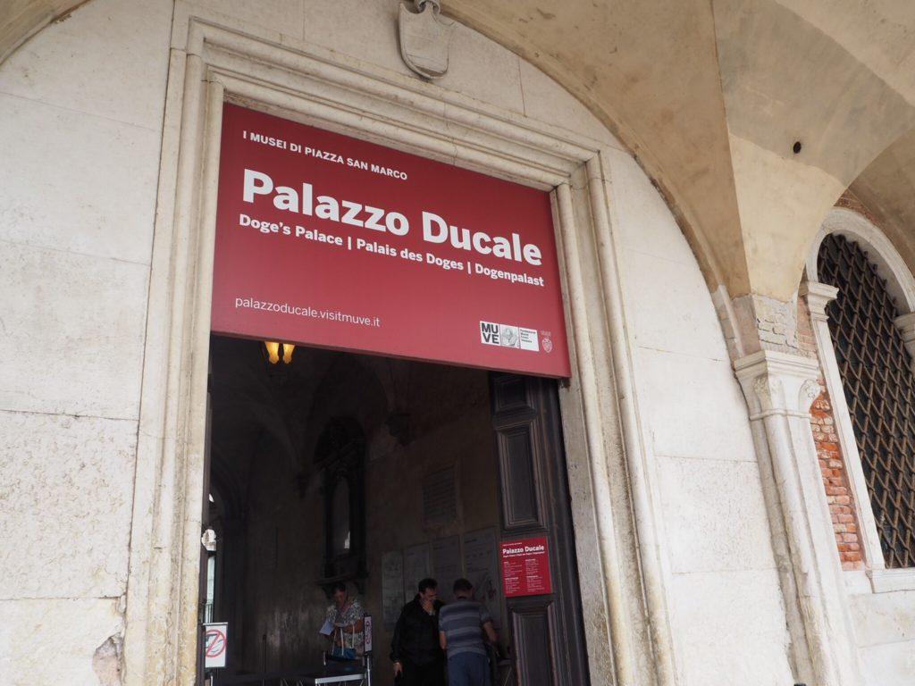 ドゥカーレ宮殿(Palazzo Ducale, Doge's Palace)の入り口