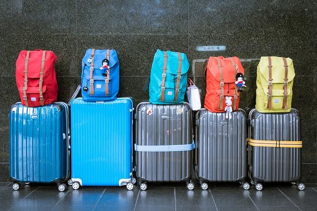 ヴァポレットに載せられるスーツケースなどの荷物