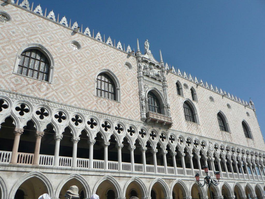 ドゥカーレ宮殿の外観