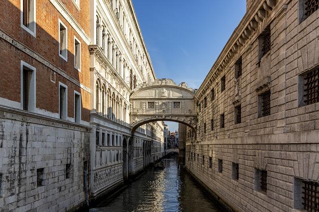 ヴェネツィアの「溜息の橋」